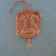 Limosnera hecha a punto de ganchillo con abalorios