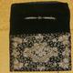 Cartera de terciopelo negro con bordados con hilo de oro. Portfolio of black velvet embroidered with gold thread.