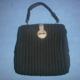 Bolso de tejido crepé de color negro. Crepe fabric bag black.