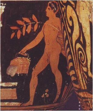 Detalle del personaje portando un contenedor tipo cofre